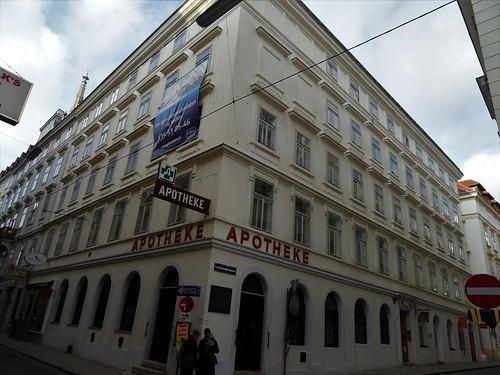 Wien, 1. Bezirk (the art of very historic places at the center of Vienna), Singerstraße/Grünangergasse (Apotheke Zum goldenen Reichsapfel)