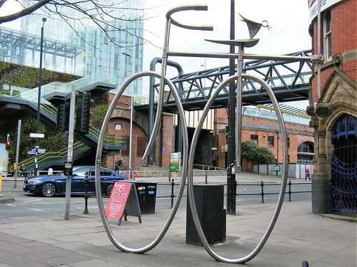Manchester street art = large metal cycle structure ==PLEASE SEE TH E SMALL METAL BIRD SAT ON THE BIKE.....🐥🐥🐥🐥🐥