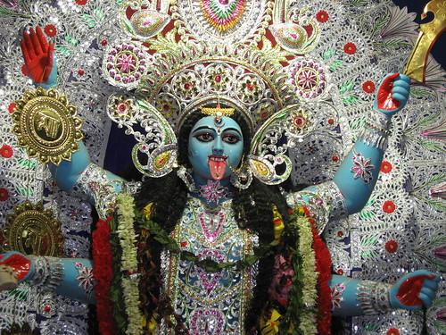 Наркотики, геи и богиня смерти