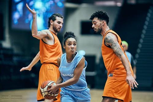Basketball für drei Brunnen