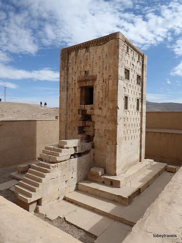 002 Ka'ba-ye Zartosht, Naqsh-e Rustam (1).JPG