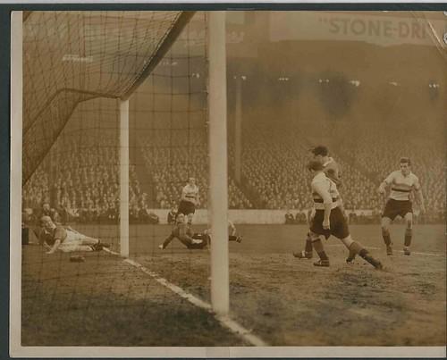 Manchester United v Bradford Park Avenue-FA Cup 4th Round Season 1948-9