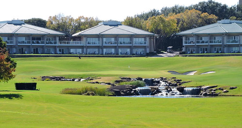 The Golf Villas are located behind the 18th hole green / Four Seasons Las Colinas, Irving, Tx