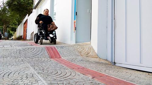 Ana, revela que deixou de frequentar lugares por falta de acessibilidade, usando a expressão desumano. (Foto: Thifani Porto)