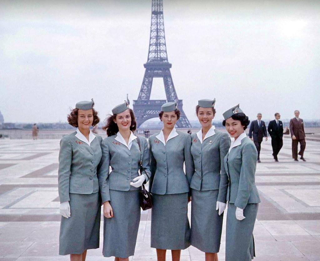 Hospedeiras da T.W.A., Paris (L. Dean, 195...)
