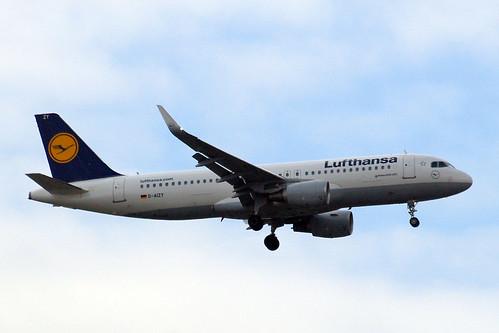 D-AIZY   Airbus A320-214(SL) [5769] (Lufthansa) Home~G 29/05/2015