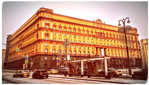 La Lubianka, sede de la KGB - Moscú - Plaza Lubianka. Entre 1926 y 1990 se llamó plaza  Dzerzhinski. En el centro se encontraba la estatua de Félix Dzerzhinski (esculpida por E Vuchetich).