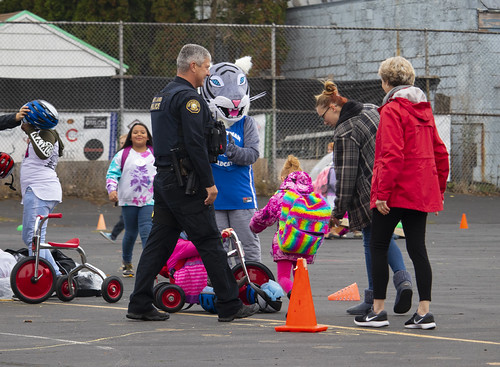 2018 Walk + Roll to School Day at Whitman Elementary