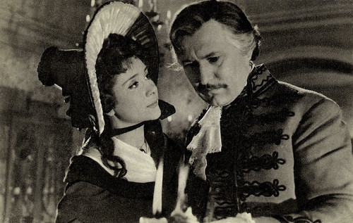 Éva Ruttkay and Ferenc Bessenyei in Kioltott lángok (1956)