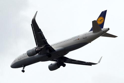 D-AIZY   Airbus A320-214(SL) [5769] (Lufthansa) Home~G 22/05/2016