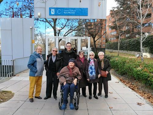 Residentes de Amavir Ciudal Lineal (Madrid) de visita en el Centro Cultural Sara Montiel