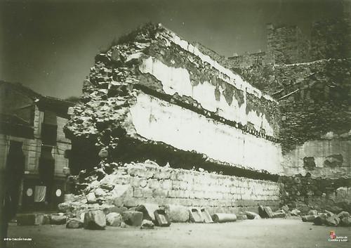 Ávila. Restos del Alcázar. Muro en ruinas, c. 1927. Copia fotográfica. Legado Gonzalo Veredas. AHPAV 80281-64-6. Registro avilas.es