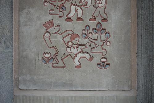 Kugelstoßen in Bärlin / Толкание ядра в Берлине (Слово Берлин начинается с немецкого слова для медведь - Бер. Кроме того, в гербе Берлина есть медведь.)