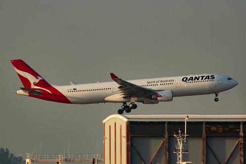VH-QPD Qantas Airbus A330-303