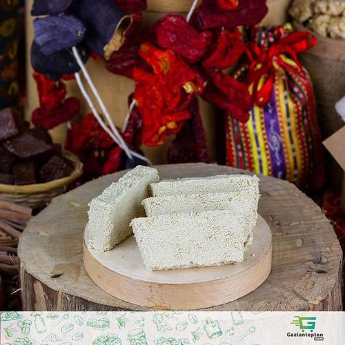 Doğal lezzetler bir tık uzağınızda | Gaziantepten.com . . . . . Hızlı Kargo & Faturalı & Güvenli Alışveriş . . . . #yöreseltatlar #gaziantep #gaziantepmutfağı #antepmutfağı #gaziantepdeyince #gastronomi #mutfak #yemek #doğal #organik #lezzet #baklava #yör