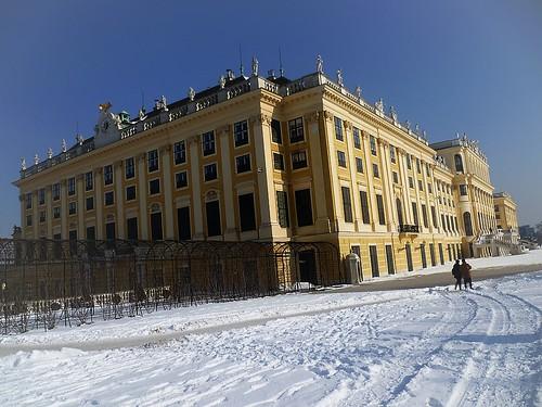 Wien, 13. Bezirk (the art of very historic castle buildings in the suburbs of Vienna), Schloss Schönbrunn (Palacio de Schönbrunn, Schönbrunn Palace, Palazzo di Schönbrunn, le Palais de Schönbrunn), Schönbrunner Schlossstraße