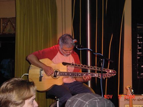 DSC06333_Garaj Mahal Trio_Fareed with Guistar