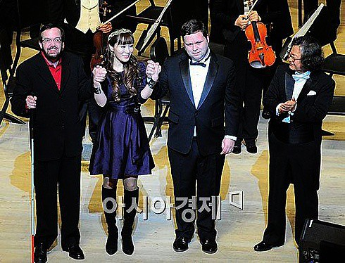 Kevin Kern, Yisabel, Paul Potts, Yim Pyung-yong