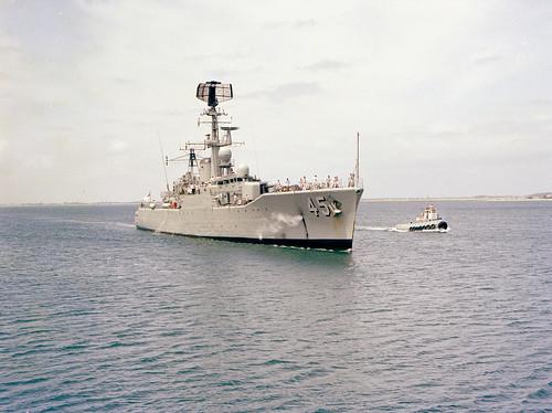 1984-1985: The QUOKKA appears,  beside HMAS YARRA [III] approaching Fleet Base West, HMAS STIRLING - Photo RAN.
