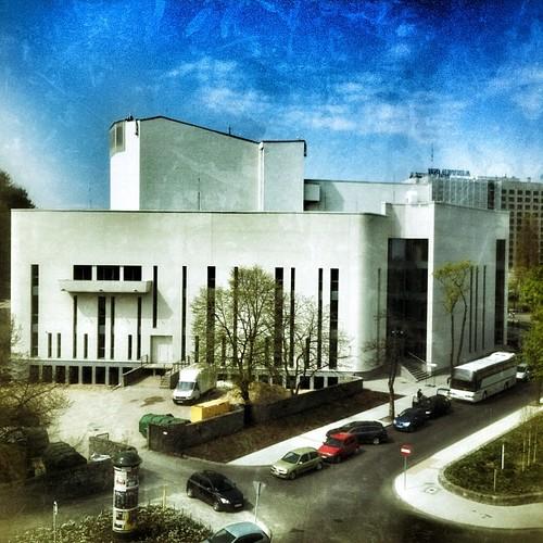 Teatr Muzyczny w Gdyni, widok z tarasu Muzeum Miasta Gdyni @muzeum_miasta_gdyni @igersgdansk #gdynia #gdyniasport #instameetgdynia #muzeummiastagdyni #gogdynia #igersgdansk #instameet #photowalk #pomorskie #poland #baltic @teatrmuzyczny @teatrmuzycznygdyn