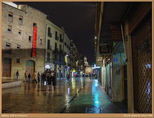 Reflejos nocturnos en una calle de Salamanca. España // Reflexes night in the streets of Salamanca. Spain