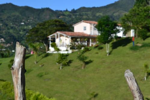 Não passe da cerca. - Julho de 2014 -  Cristo Rey em Bello, Antioquia, Colombia