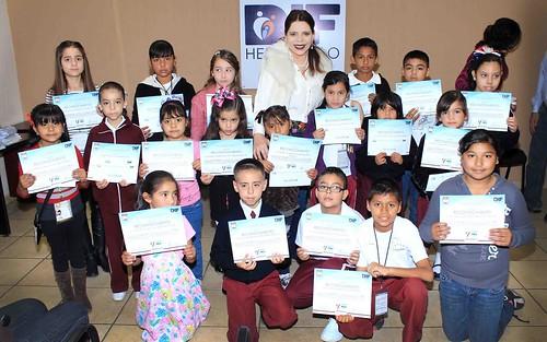 Premian a concursantes de dibujo en primarias