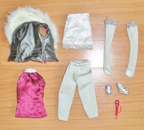 2008 Holiday Pop Star Hannah Montana Outfit & Accessories