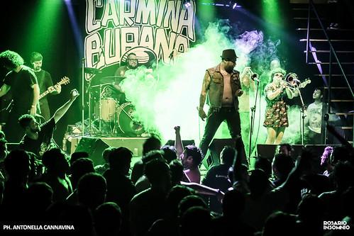 CARMINA BURANA + KARAMELO SANTO - Fiesta La Popular