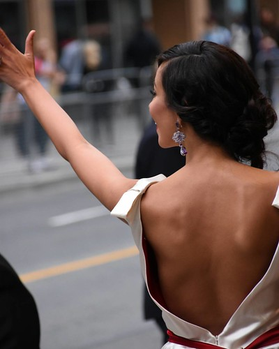 The wave to fans and very cool gown #madalinaghenea #TIFF15 #TIFF40 #redcarpet #youthmovie #Youth #ElginTheatre #toronto #ontario #torontophoto #Canada #style #fashion #film #movie #Actress #model #hair #makeup #body #jewelry