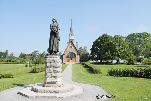 ÉVANGELINE |  STATUE    | SCULPTURE  | HENRI HÉBERT  |  1920  |  HENRY WADSWORTH  LONGFELLOW  | GRAND-PRÉ  | ÉGLISE SAINT-CHARLES   CHURCH  |  DÉPORTATION DES ACADIENS  | THE DEPORTATION OF THE ACADIANS  |  ANNAPOLIS VALLEY  |   NOVA SCOTIA |  CANADA
