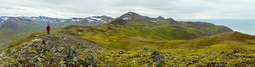 Walking towards mount Illviðrahnjúkur