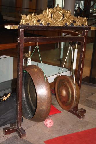 Xylophones, Gongs, etc. [Percussive Idiophones] 88: Goong and Kempul (of Sekar Enggal musician)