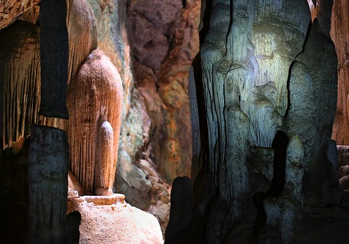 Cave colors are caused by copper, nickel and aluminum