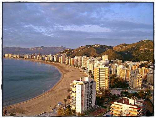 Amanecer en la Playa de Cullera , Valencia .