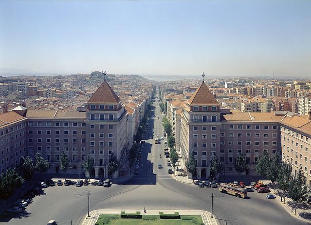 Panorâmica da torre Norte da Praça do Areeiro, Lisboa (H Novais, c. 1957-58)