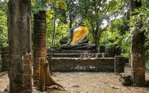 Buddha (Subduing Mara) @ Wat Khao Phanom Phloeng - วัดเขาพนมเพลิง