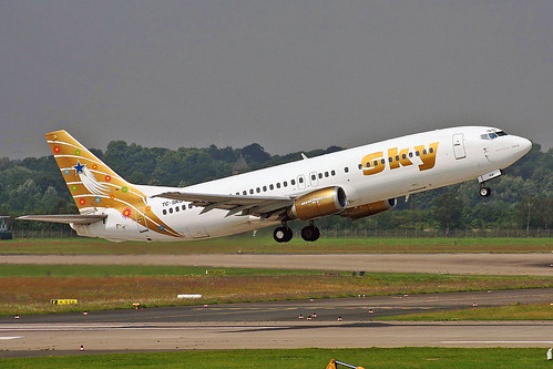 TC-SKG 1 Boeing 737-4Q8 Sky Airlines (Gold livery) DUS 28JUL08