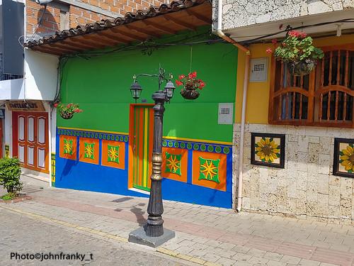 En las calles de Guatapè.Colombia