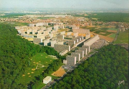 Meudon la Forêt (92) - Vue aérienne des ouvrages de Fernand POUILLON ( cité copropriétés grands ensembles ph. Alain Perceval YVON )