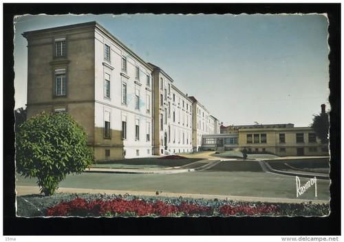 CHU 94 Val de Marne Limeil Brevannes Centre Hospitalier E Roux pavillon A 1961 Pacquelin Images de France