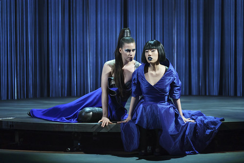 Jacquelyn Stucker as Aphrodite and Hongni Wu as Phaedra in Phaedra, The Royal Opera © 2019 ROH. Photograph by Bill Cooper