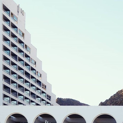 Hotel Princess in Ejlat, Israel #podrys #modernism #lookingup_architecture #instaarchitecture #creative_architecture #icu_architecture #minimal_lookup #architektura #modernist #excellent_structure #architecture_view #designboom #ig_architecture #archigram