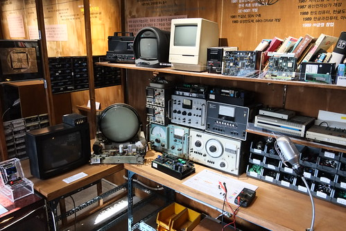 Seoul Korea Seun Electronics Market (Sewoon Maker City) retro electronics museum (!) on upper deck May 2019 -