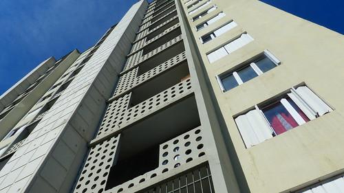 42 St-ETIENNE - LES CITES MODERNES DE BEAULIEU avec la tour labelisée patrimoine du XXeme siecle en 2003, parmis l'un des 6 premier grand-ensemble H.L.M. Français. Quel visage aura les Grandes-Maisons demain à l'heure de la residentialisation..