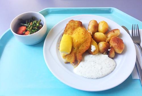 Baked plaice with remoulade & roast potatoes / Gebackene Scholle mit Remoulade & Röstkartoffeln