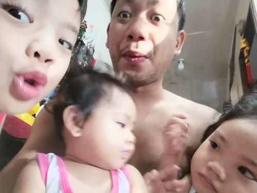 May 14 2019 morning kulitan with mga anak ko. C axin ang dungis pero masayang masaya. Mahal n mahal ko kayo mga anak ko