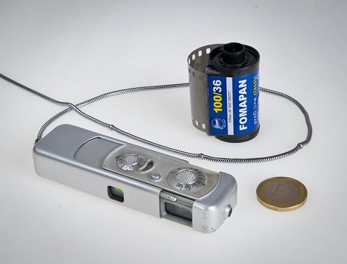 Sí, és una miniatura  // Miniature camera