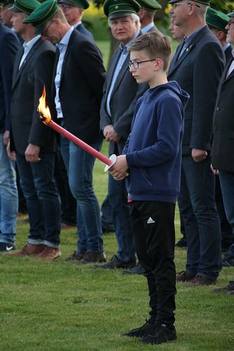 18.05.2019 Schützenfestsamstag in Mellrich Zapfenstreich RP (22)