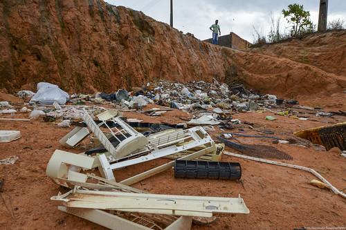 2019.05.22 Lixeira a céu aberto bairro Cidade Satélite final da Av. Gêmeos foto Fernando Teixeira (74)